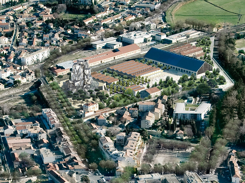 This image puts what Gehry et al will be creating in Arles in geographical context in the city, illustrating the space the new development will occupy.