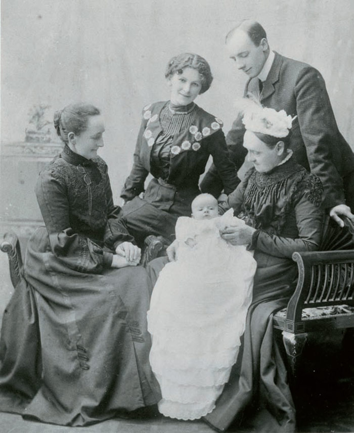 Hepworth as a baby, with her parents and grandmothers, 1903. Photo Credit: Courtesy Bowness, Hepworth Estate