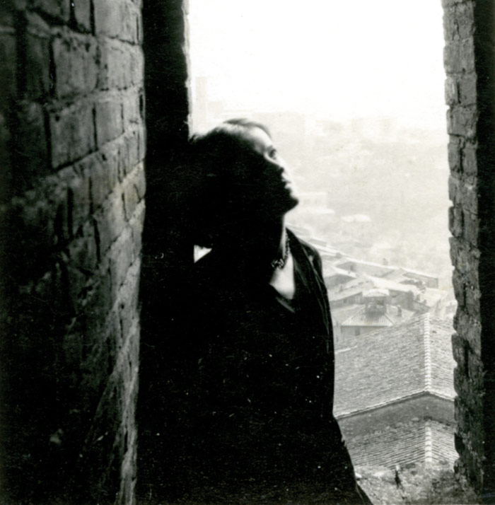 Hepworth in Siena, from the tower of the Palazzo Communale, 1925. Photo Credit: Courtesy Bowness, Hepworth Estate