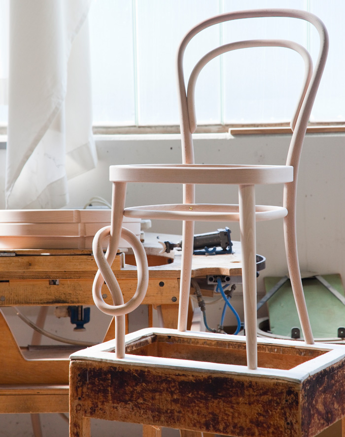 In production still is the No14 Bistro chair (1859-60) designed by Michael Thonet. Bistro features a signature knot to show its originality