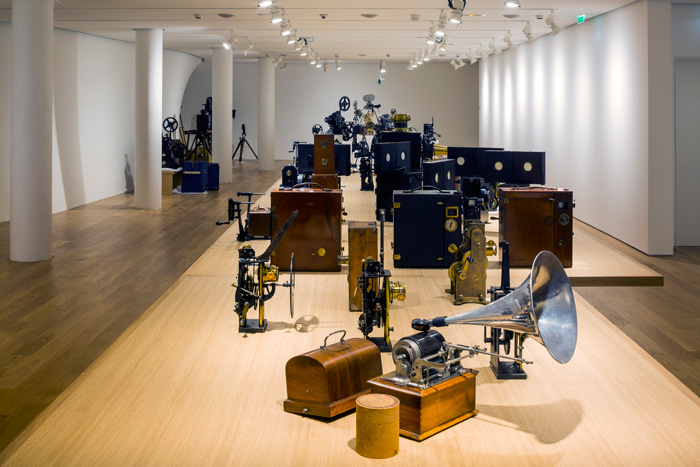 A 20m-long table, on which vintage cinematic and phonographic equipment is displayed, is the spine of the permanent exhibition on the first floor.