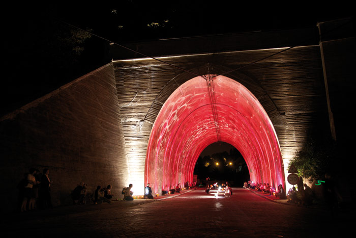 Guerrilla Lighting hits a tunnel in Liege