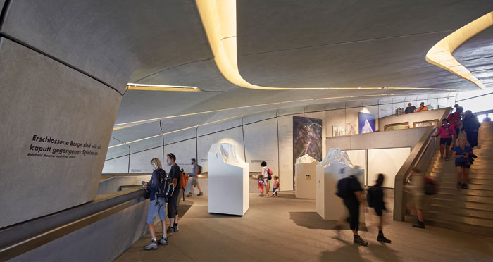 The second level below the entrance is an exhibition terrace. Vitrines are integrated into the surfaces, such as the one on the left