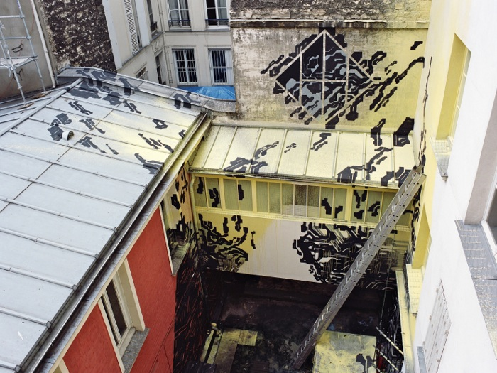 Native Parisian LEK also chose an exterior space, dripping his work across the building surfaces