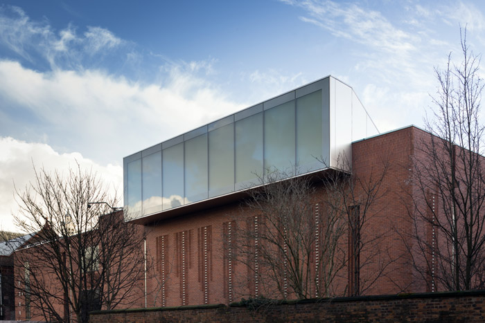 A skylight emerges on the north side, scooping and diffusing light into the Sculpture Gallery