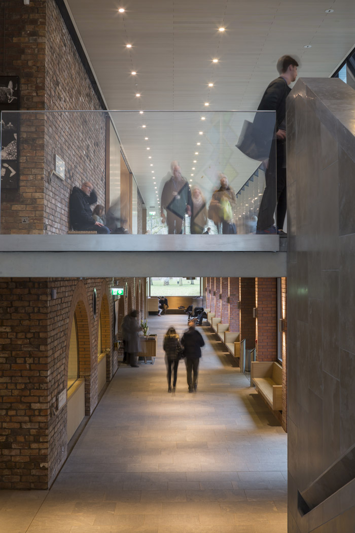 Beneath a new Promenade Gallery, a lower promenade runs between courtyard and Collection Centre