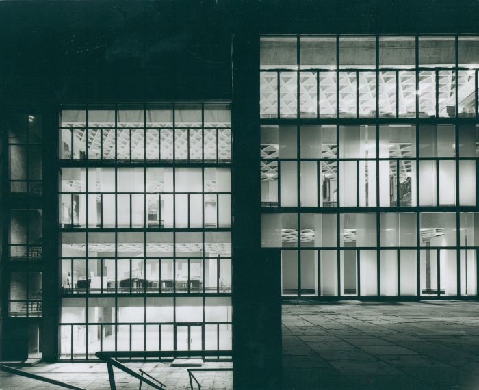 Yale_University_Art_Gallery,_New_Haven,_Conneticut,_Louis_Kahn,_1951-53 _ Architectural_Archives_ of_the_Uni._of _Pennsylvania,_ photo_Lionel_Freedman