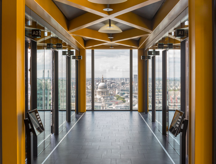 – A yellow table, one of 139 stacked to create the north core, here forms a lift lobby and frames Christopher Wren's 111m-high St Paul's Cathedral.