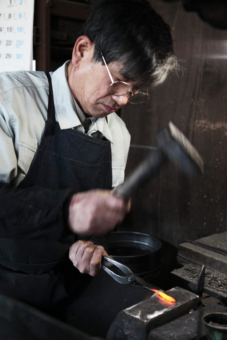 70-year-old Osami Mizuike has been crafting the nigiri basami for 55 years