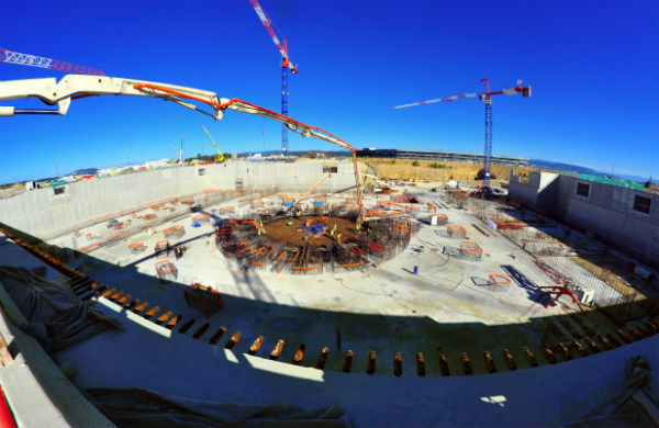 The completion of the 9,300 m² B2 slab on 27 August concludes four years of work (2010-2014) to create a ground support structure for the Tokamak Complex. (ITER Organization)