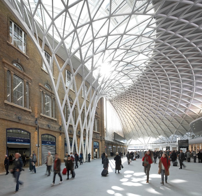 John McAslan + Partners' new semi-circular concourse for the station Courtesy Hufton & Crow