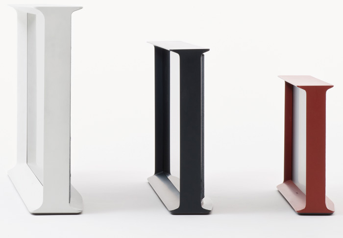 Serif comes in three screen sizes 24, 32 and 40 inch and in three colours: white, dark blue and red