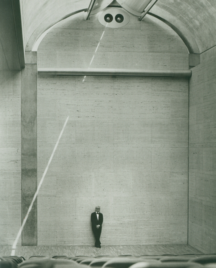 Louis Kahn at the auditorium of the Kimbell Art Museum, 1972 _ Kimbell Art Museum, photo Bob Wharton