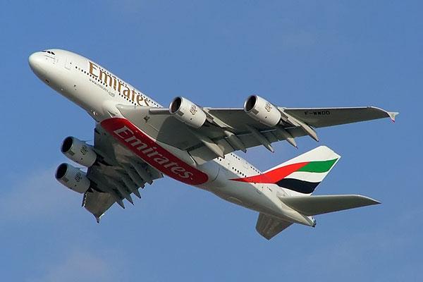 Emirates EK 215