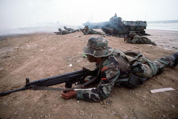 H&K 33E assault rifle