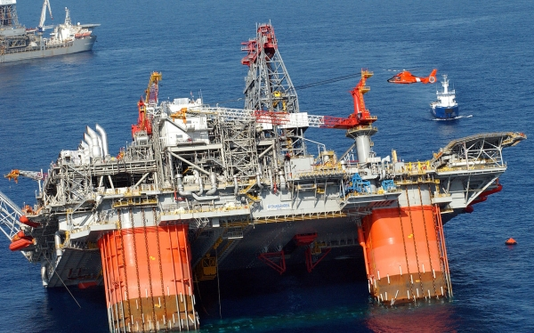 big rigs how to move the world s largest rigs offshore technology