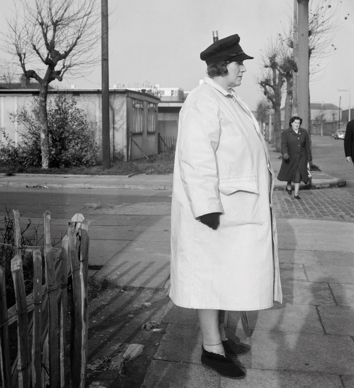 Evelyn Hofer: Crossing Guard, London 1962. Photo: The Evelyn Hofer Estate